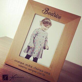 Cornice legno personalizzata. Disponibile sul nostro store online www.personalizzato.eu
